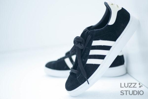 白ホリゾントで撮影した靴の写真
