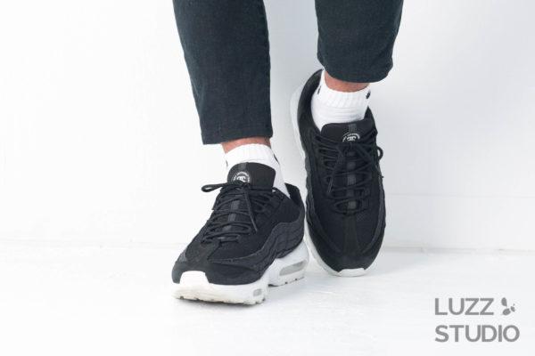 白ホリゾントで撮影した靴の写真12