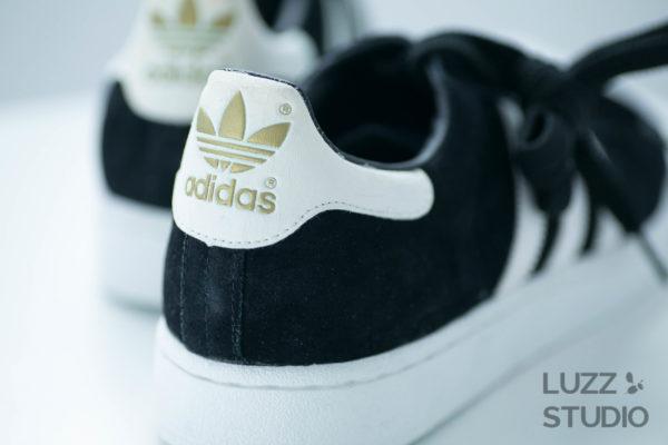 白ホリゾントで撮影した靴の写真4