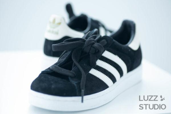 白ホリゾントで撮影した靴の写真5