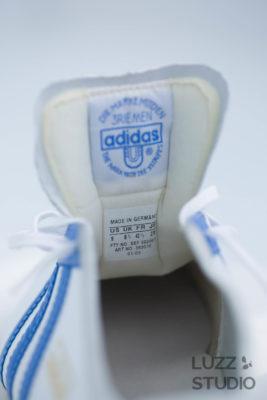 白ホリゾントで撮影した靴の写真7