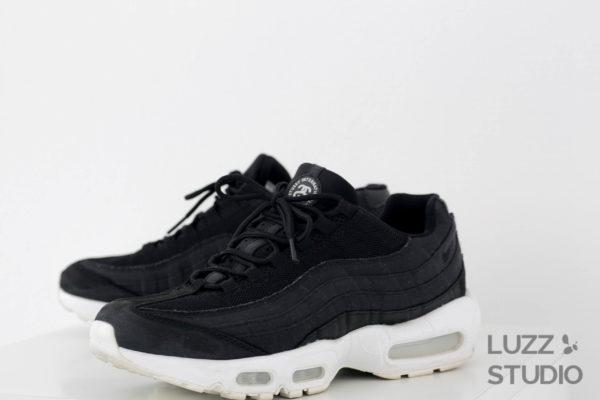 白ホリゾントで撮影した靴の写真8
