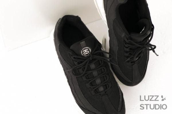 白ホリゾントで撮影した靴の写真9