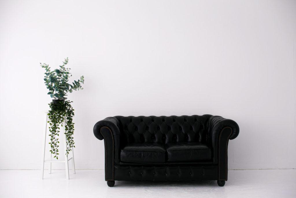 白ホリゾント(白い部屋)との、家具の移動可能