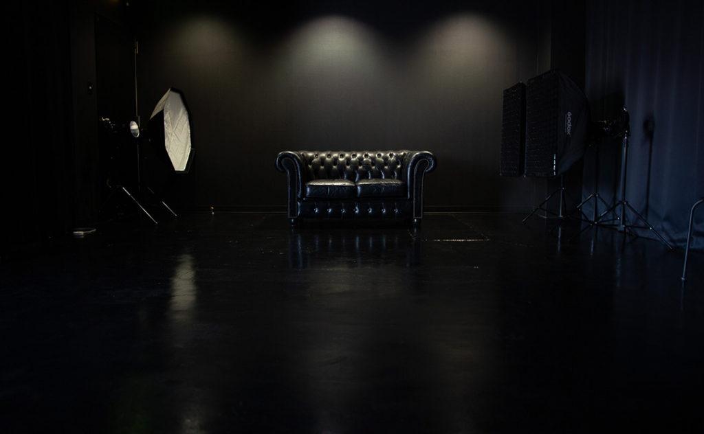 LUZZSTUDIOの黒い部屋