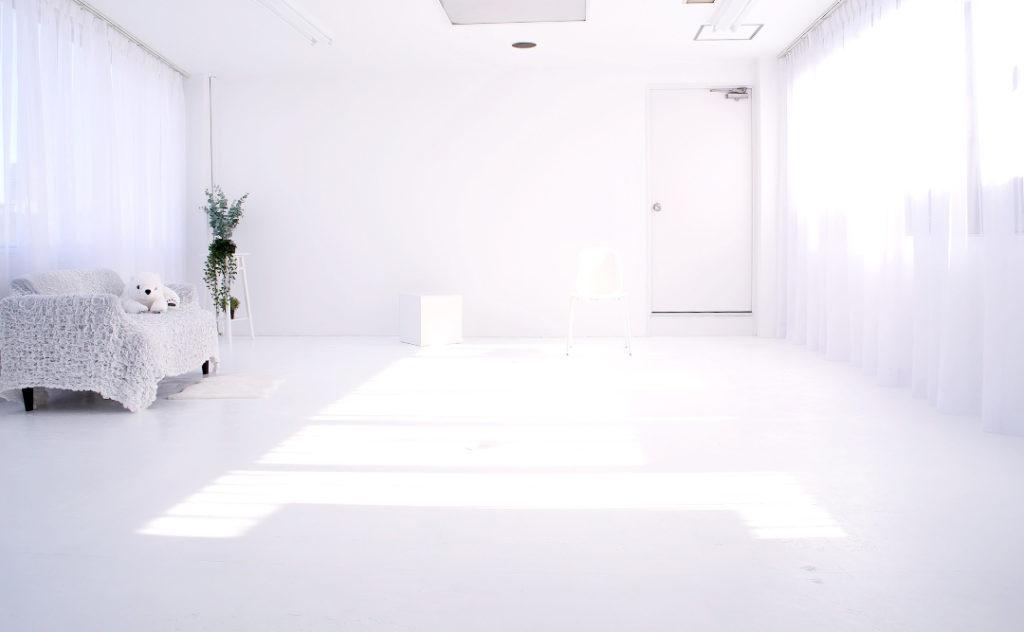 大阪撮影スタジオの白ホリゾント(白い部屋)