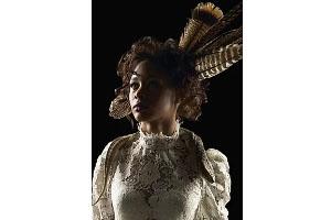 ドレスやコスチュームなどの豪華絢爛な衣装での作品撮影