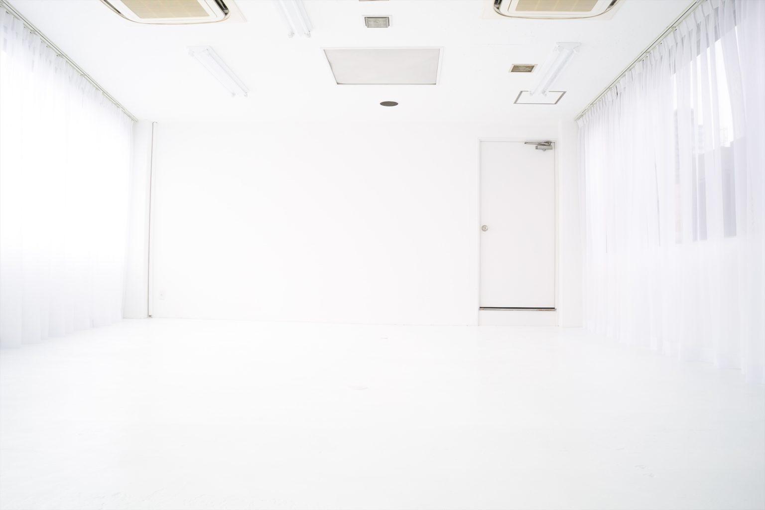 LUZZ STUDIOの白ホリゾント(白い部屋)の室内写真 1