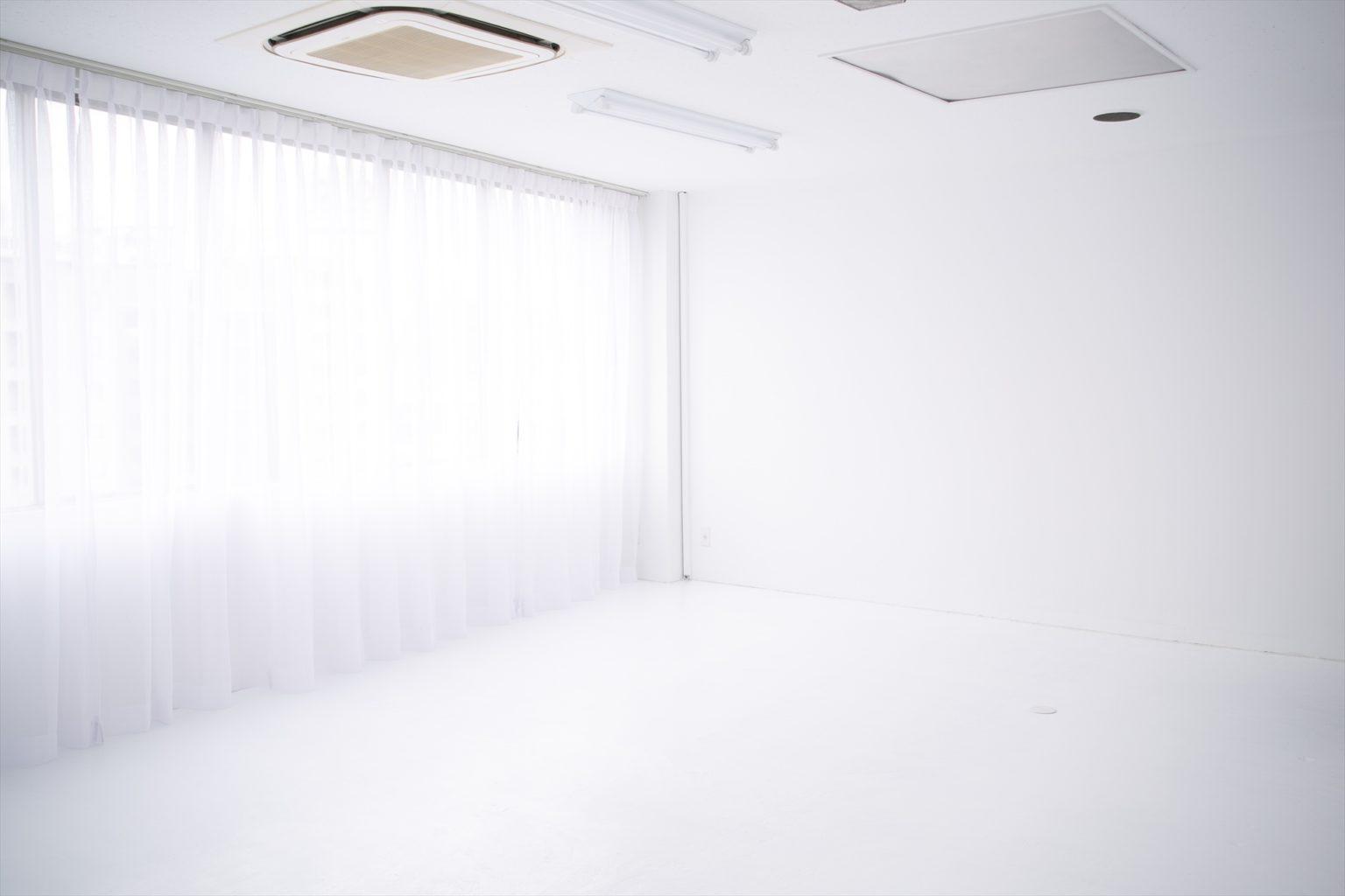 LUZZ STUDIOの白ホリゾント(白い部屋)の室内写真 2