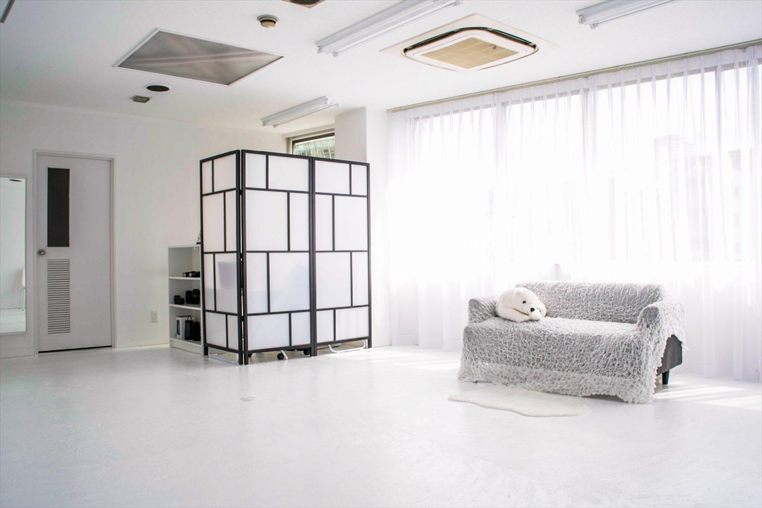 LUZZ STUDIOの白ホリゾント(白い部屋)の室内写真 8