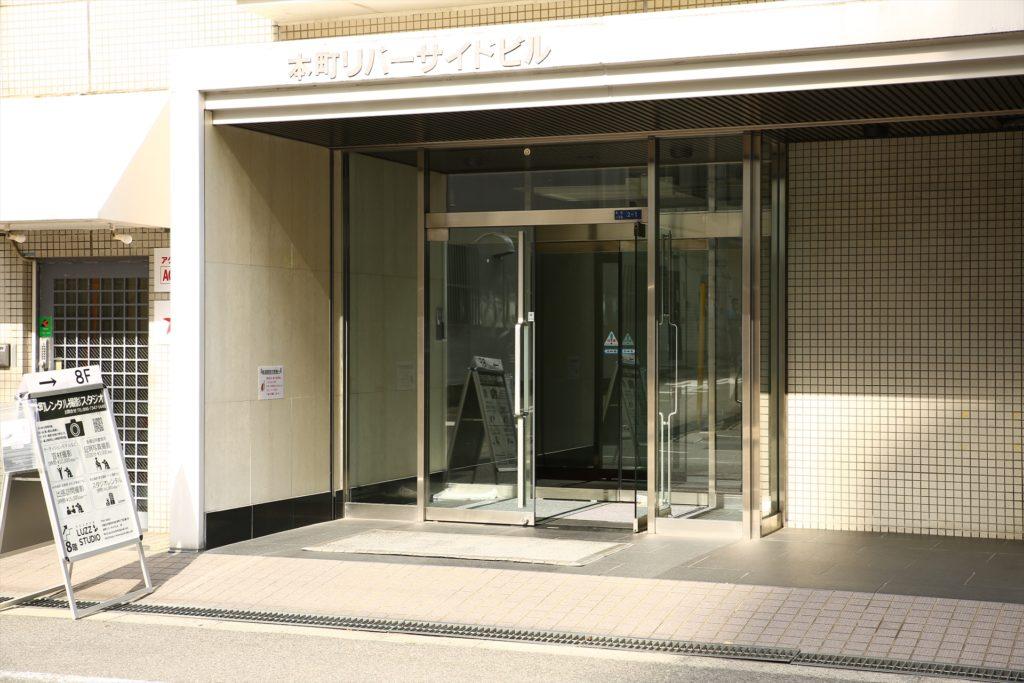 LUZZ STUDIOビル入り口の写真