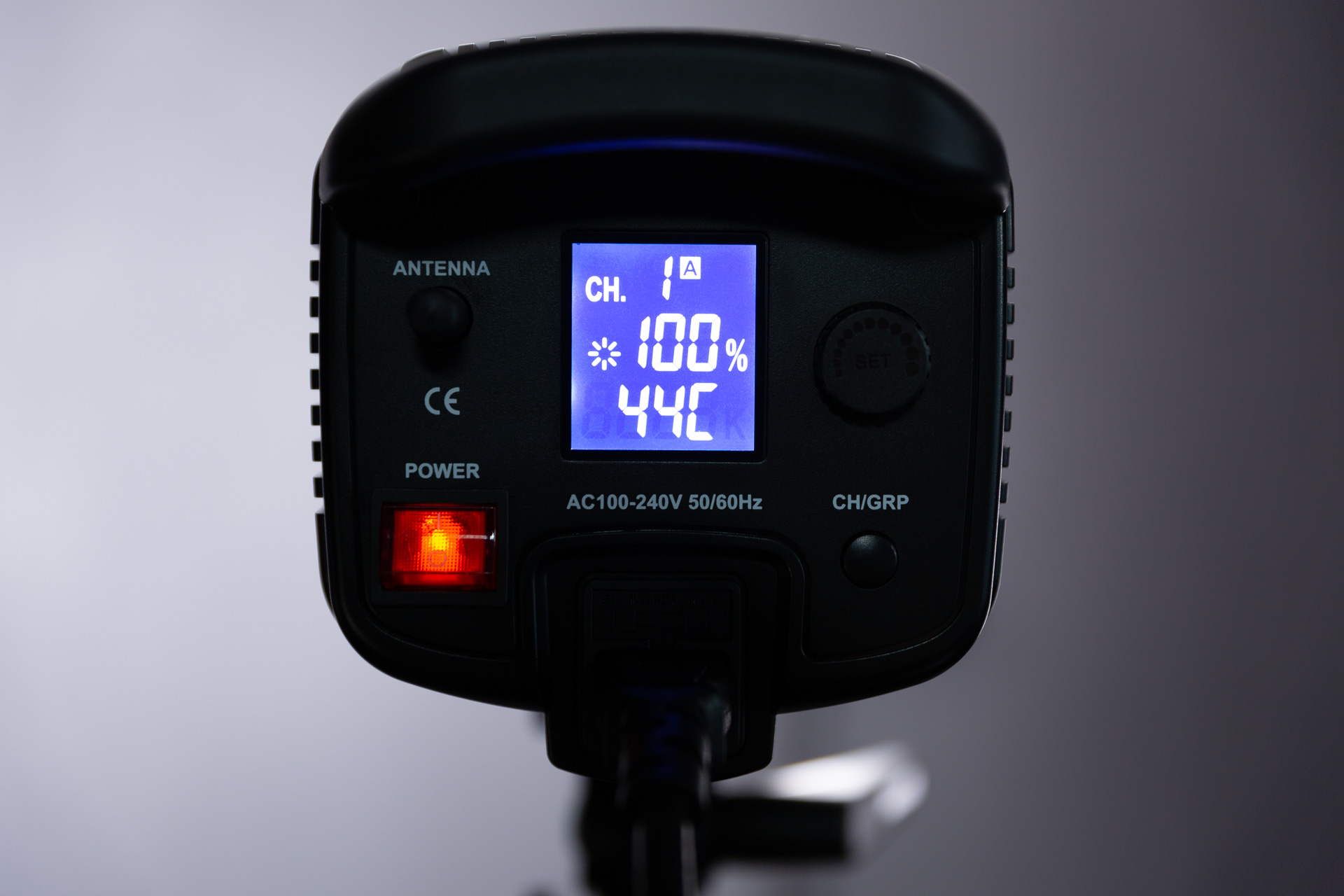 GODOX SL-150W 電源をONにした液晶画面